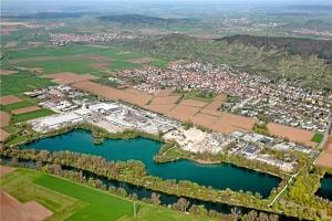 hirschau-von-oben-am-rechten-bildrand-ist-der-ortsrand-wo-314623h