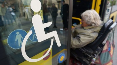 Bushaltestelle am Bürgeramt: nicht barrierefrei.